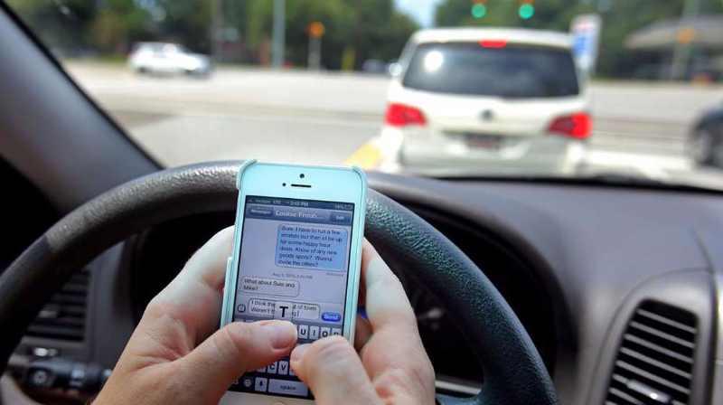 35-de-personnes-utilisent-leur-smartphone-en-conduisant