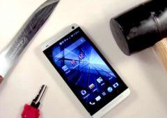 HTC One : test de résistance au maillet et au couteau