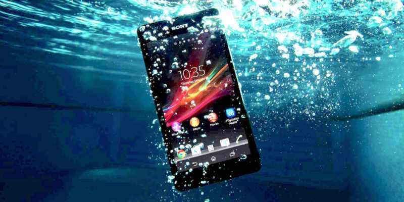 Sony Xperia ZR : un smartphone HD 4,55 pouces 100% imperméable