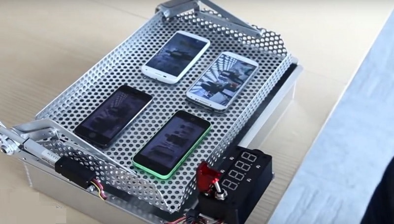 iphone 5s galaxy s4 moto x crash test