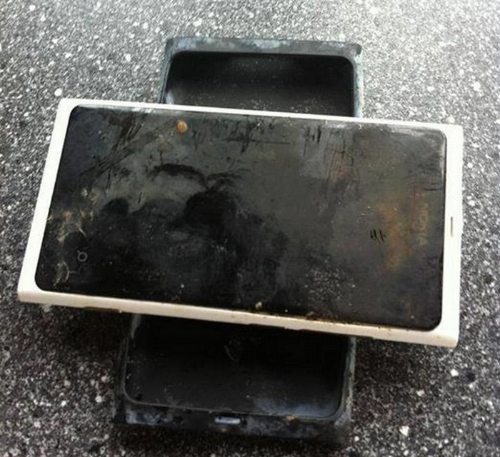 nokia lumia 800 indestructible