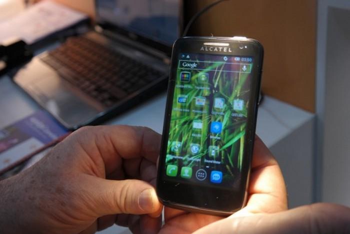 smartphone alcatel recharge lumière