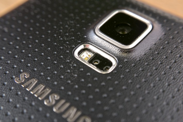 la production du capteur photo du galaxy s5 pose problème
