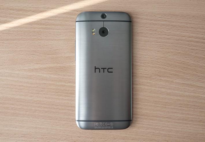 Est-ce que le HTC One M8 est waterproof ? La preuve en vidéo