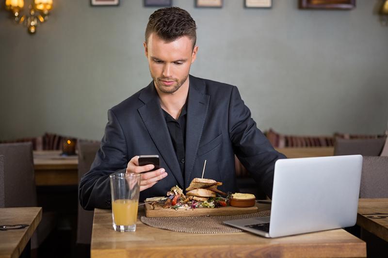 smartphone restaurant addiction