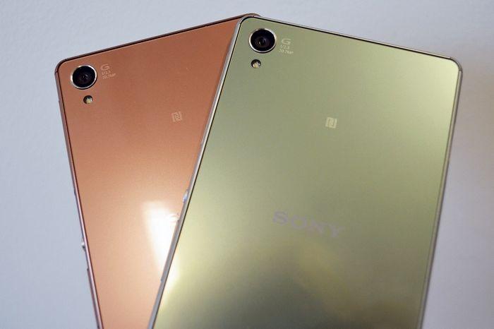 Un nouveau design plus arrondi  Si les caractéristiques techniques du Sony Xperia Z3 se différencient très peu de celles de son prédécesseur, à l'exception d'une version un peu plus rapide du même processeur, le design marque, quant à lui un vrai renouveau. Après un Z, un Z1, un Z2 et un Ultra très carré, le Z3 devrait proposer des angles et des bords plus arrondis, tout en conservant l'élégance de ses prédécesseurs.