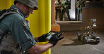 armee-pilote robot android soldats