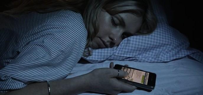 Lire sur un écran avant de dormir n'est pas bon pour vous