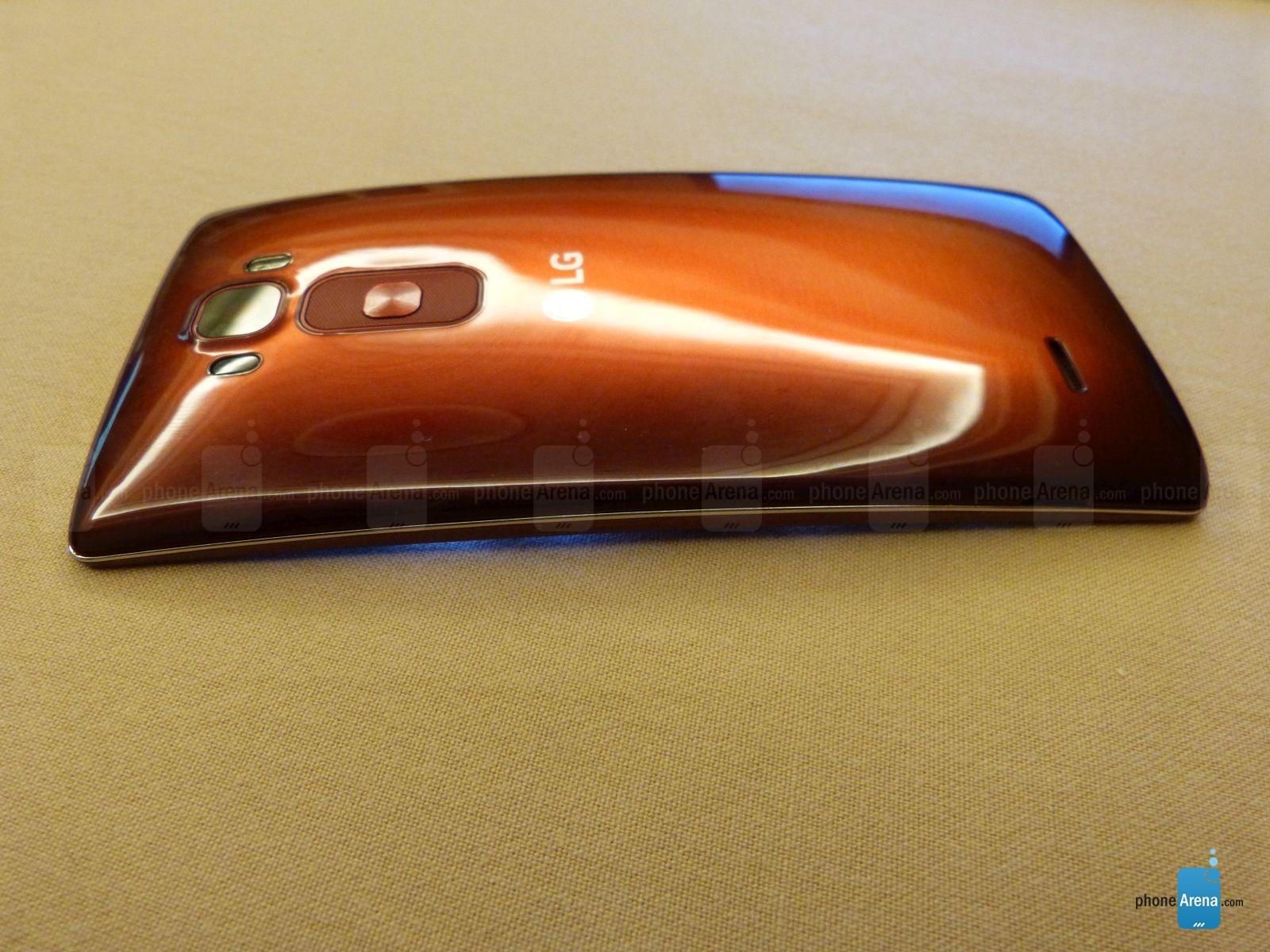 LG G Flex 2 avec son dos courbé