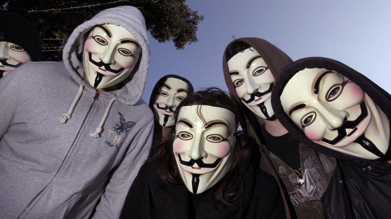 Anonymous, des critiques sur les attaques contre les ennemis de la presse