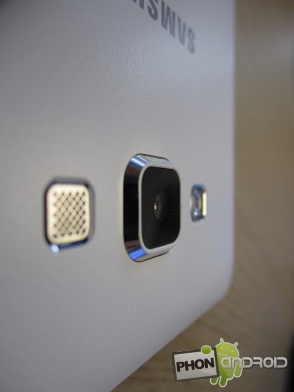 Galaxy A7 avec capteur photo qui dépasse