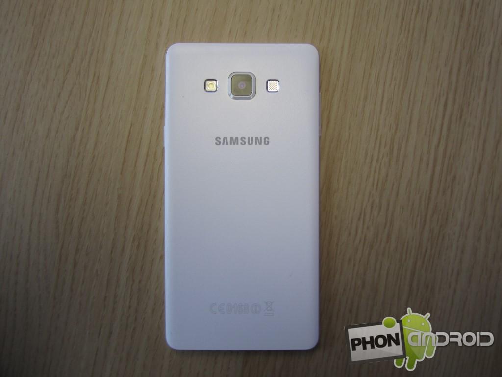 Galaxy A7 avec coque en métal