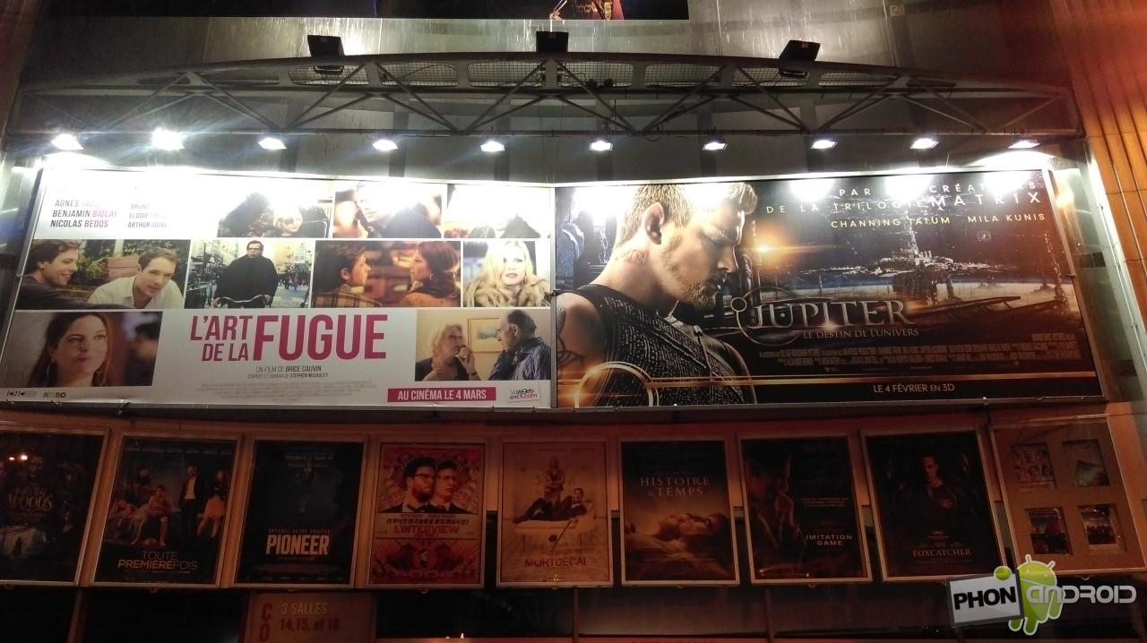 HTC Desire 820, affiches de cinéma sous éclairage