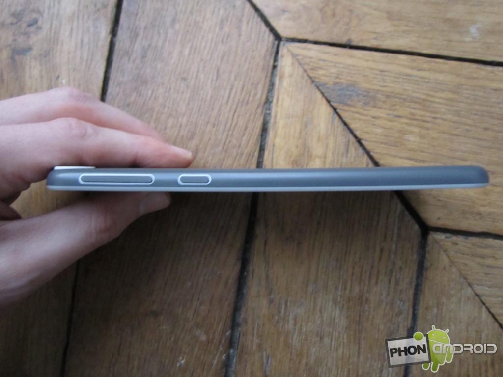 HTC Desire 820, le côté latéral droit
