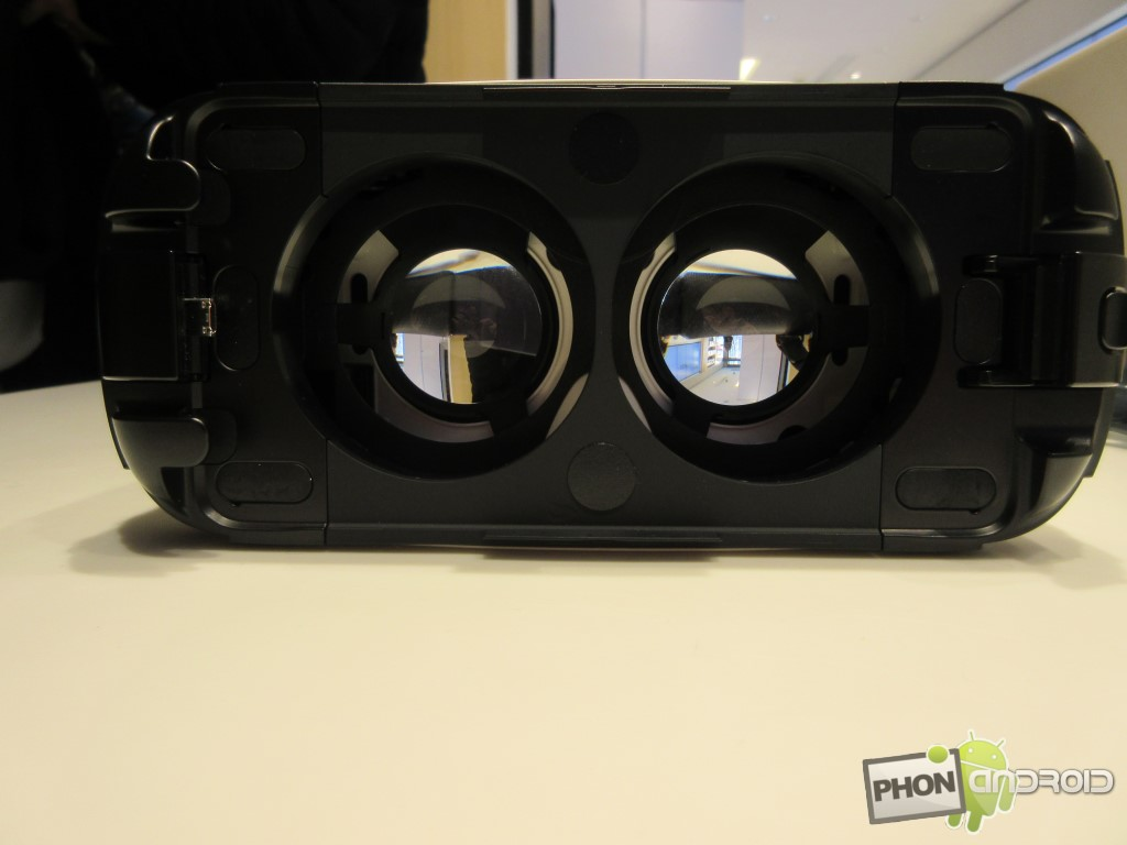 Samsung Gear VR avec vue des lentilles en interne
