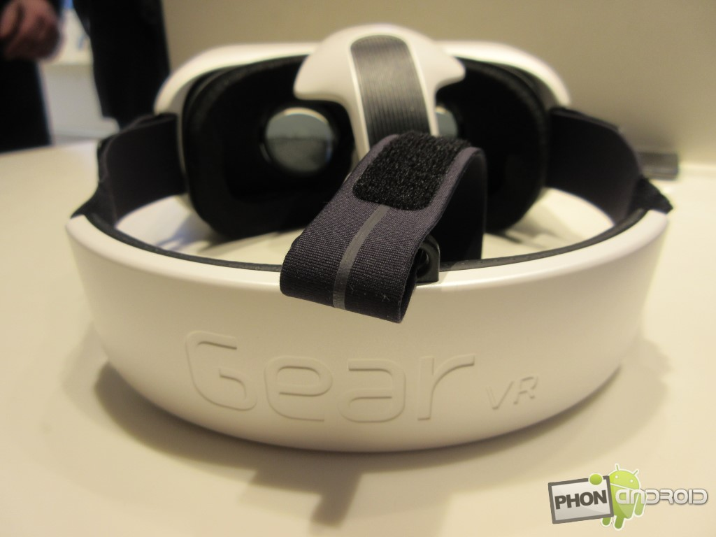 Samsung Gear VR avec la sangle arrière