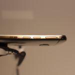 HTC One M9 avec détail des boutons sur la tranche