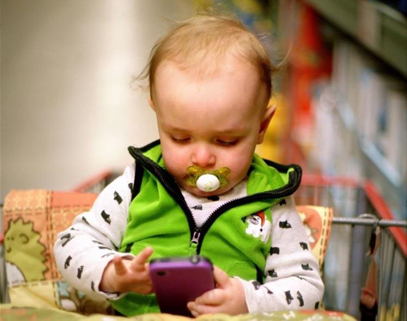 enfant moins un an smartphone
