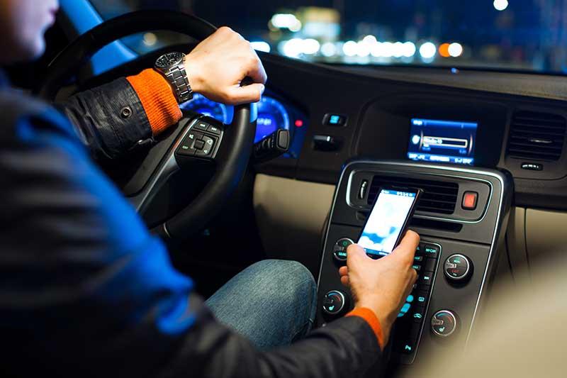 smartphone volant pietons