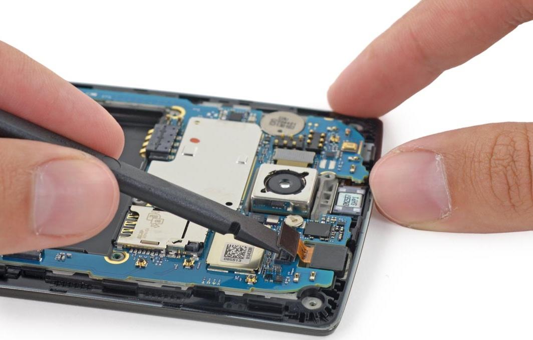 iFixit démonte le LG G1 (3)