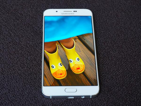 Galaxy A8 ecran AMOLED