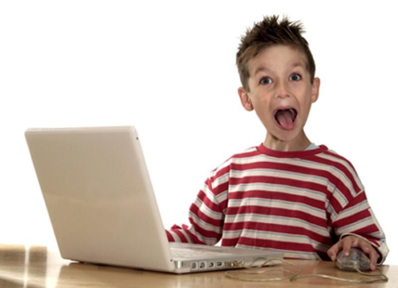 internet surfer web heureux