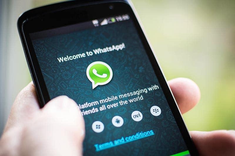 whatsapp messenger snapchat carton messagerie instantanee