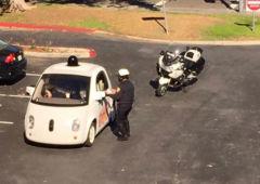 voiture autonome google arretee police