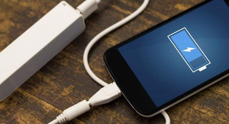 charger smartphone nuit