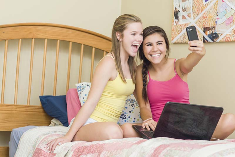europe interdire snapchat facebook adolescents