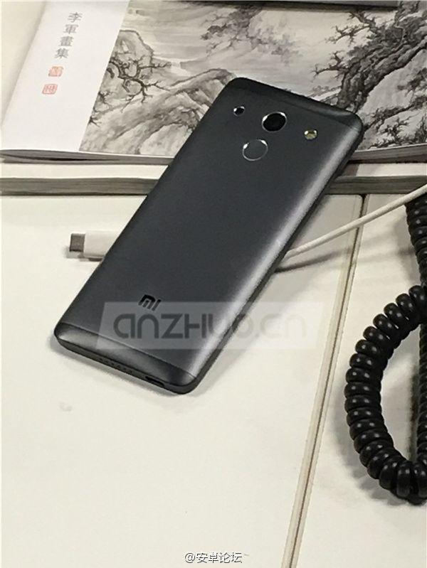 Xiaomi Mi5 noir dos