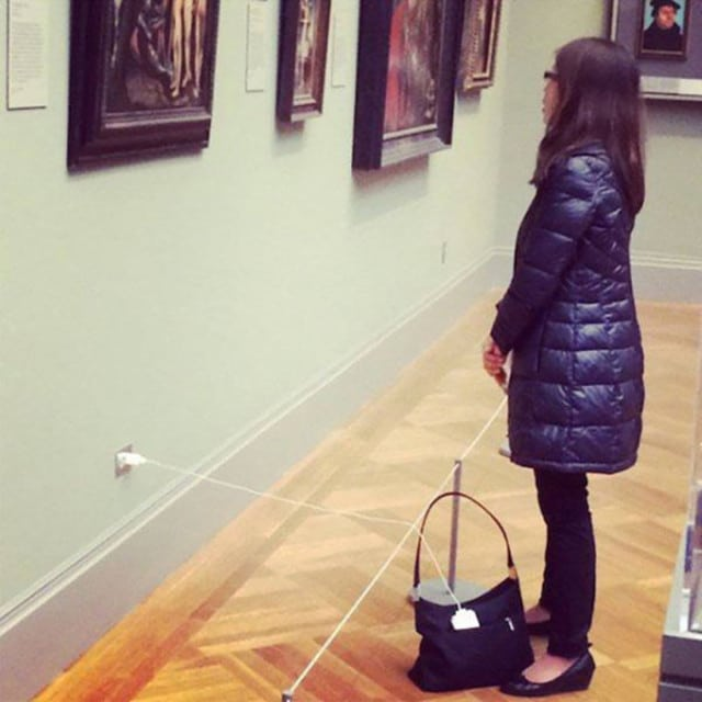 charger-smartphone-insolite-musee