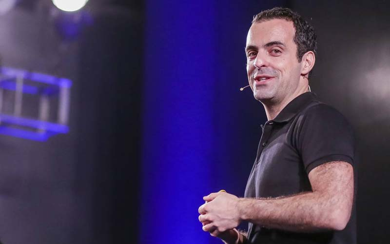 Hugo Barra troll l'iPhone SE