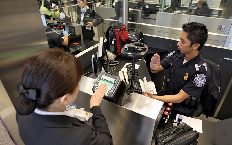 Resultado de imagen de us border control airport