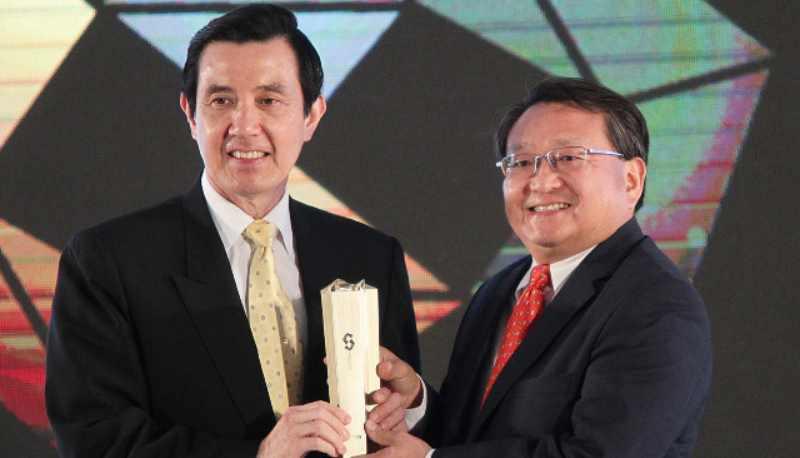 Le HTC One élu « meilleur mobile » au Computex 2013 pour sa conception et son innovation !