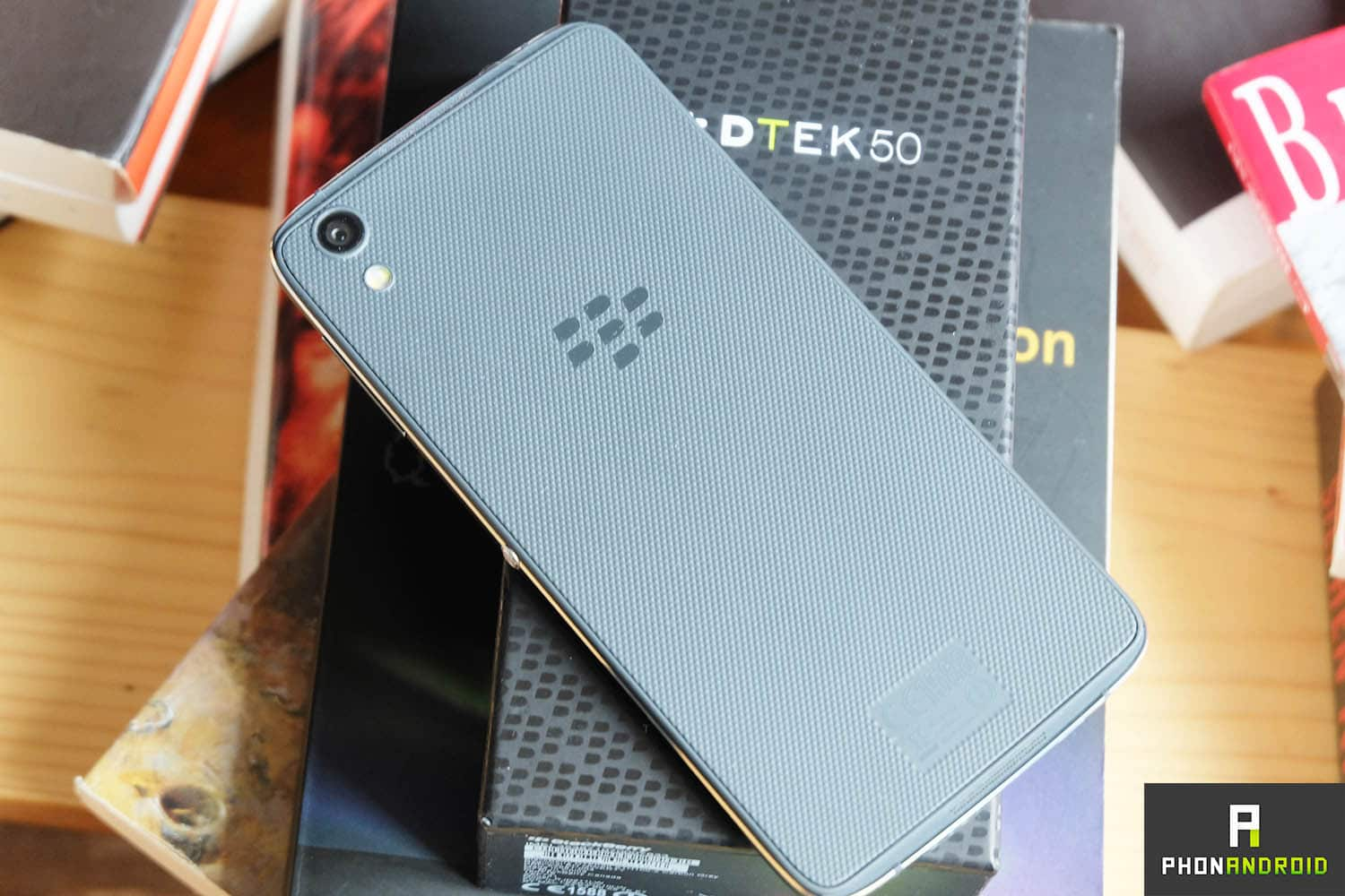 blackberry dtek50 design dos