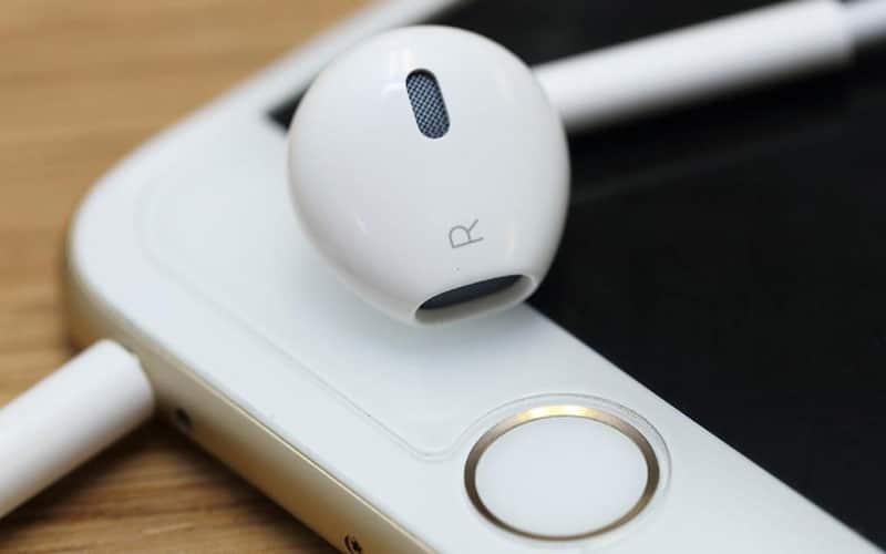 iphone 7 plus de prise jack et du bluetooth propri taire pour ses couteurs. Black Bedroom Furniture Sets. Home Design Ideas
