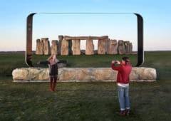galaxy-s8-sculpture-stonehenge