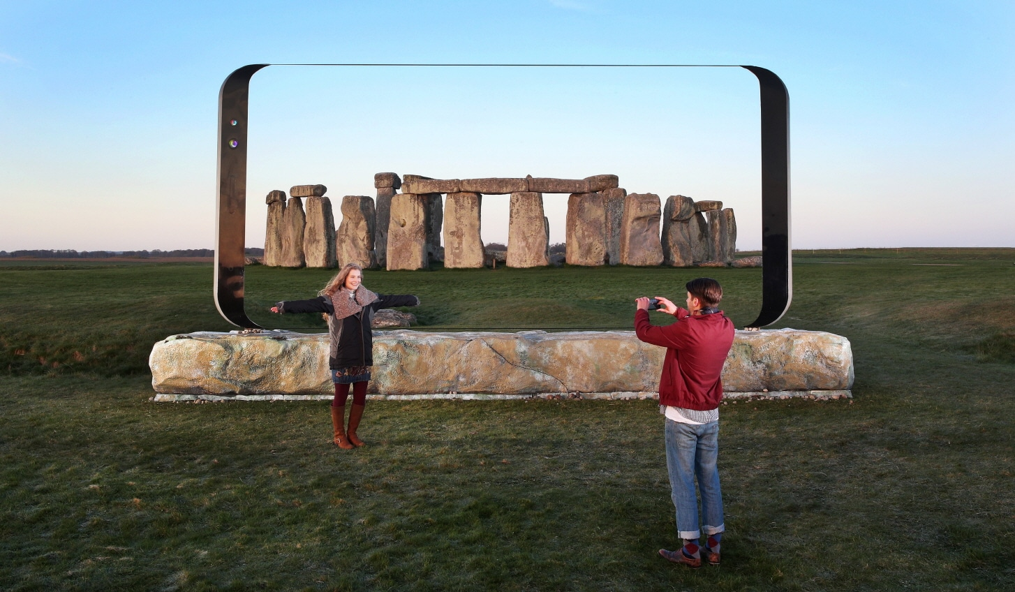 galaxy S8 sculpture stonehenge