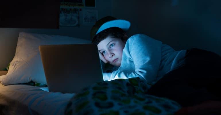 adolescents tv youtube netflix