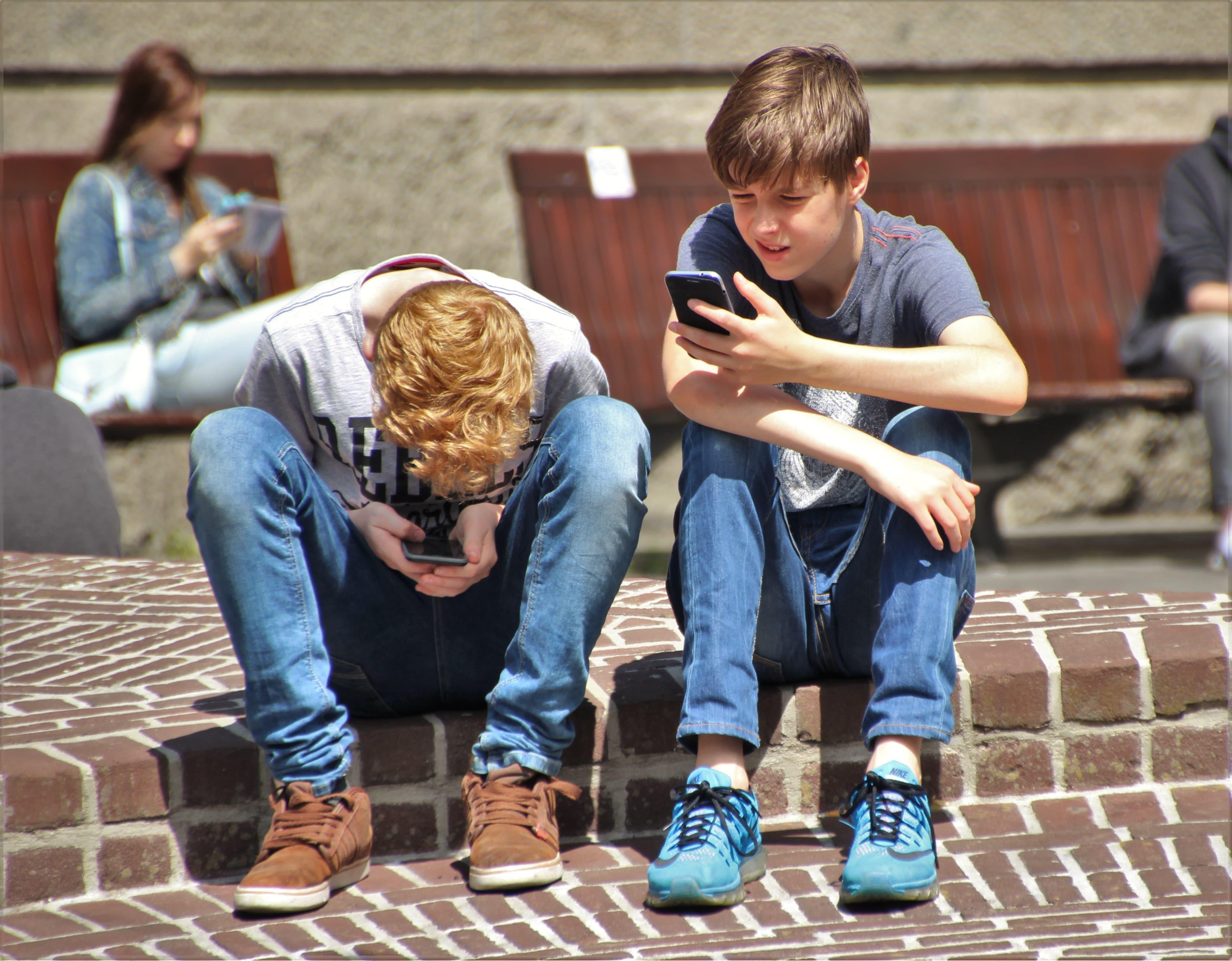 adolescents-smartphones