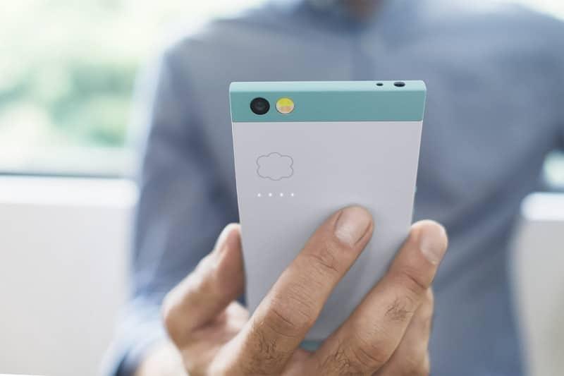 razer smartphone photo
