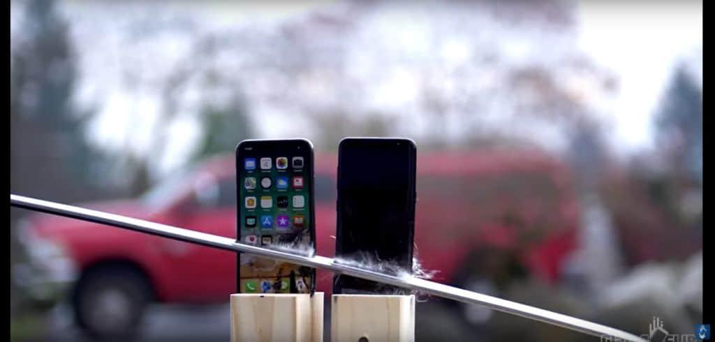 iPhone X vs Galaxy S8 feu katana glace