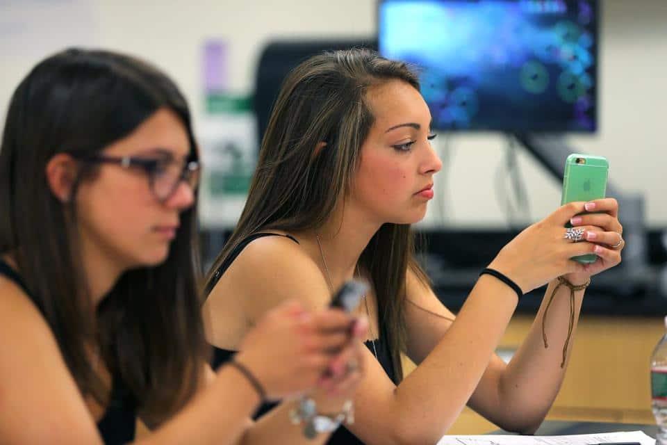 interdiction des smartphones à l'école