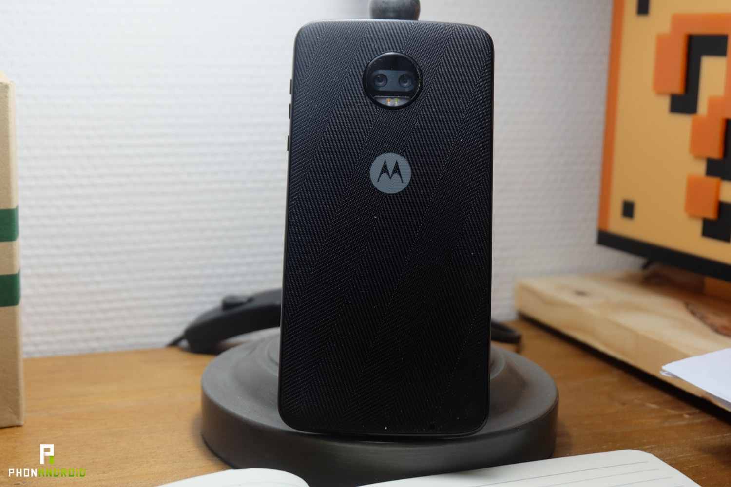 test motorola moto z2 force design