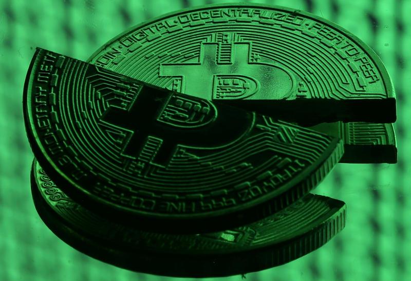 Bitcoin : la cryptomonnaie s'écroule à son plus bas niveau historique !