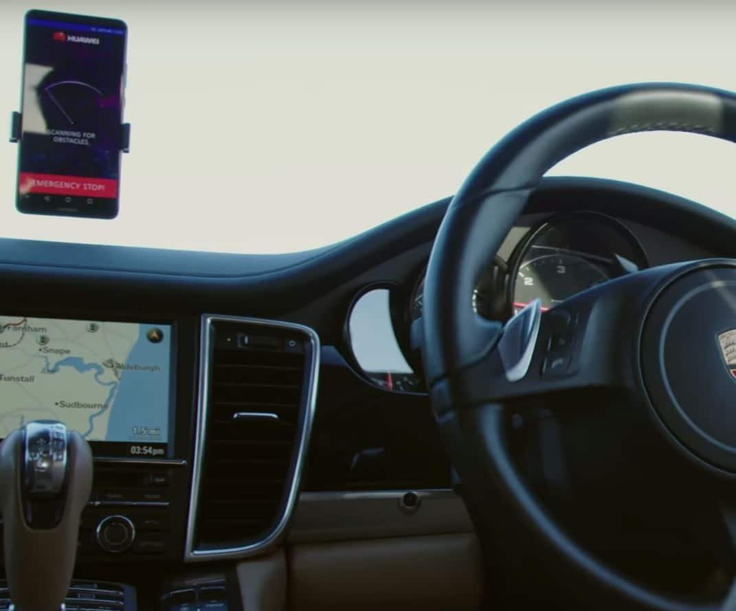 huawei d voile la premi re voiture autonome au monde pilot e par un smartphone. Black Bedroom Furniture Sets. Home Design Ideas