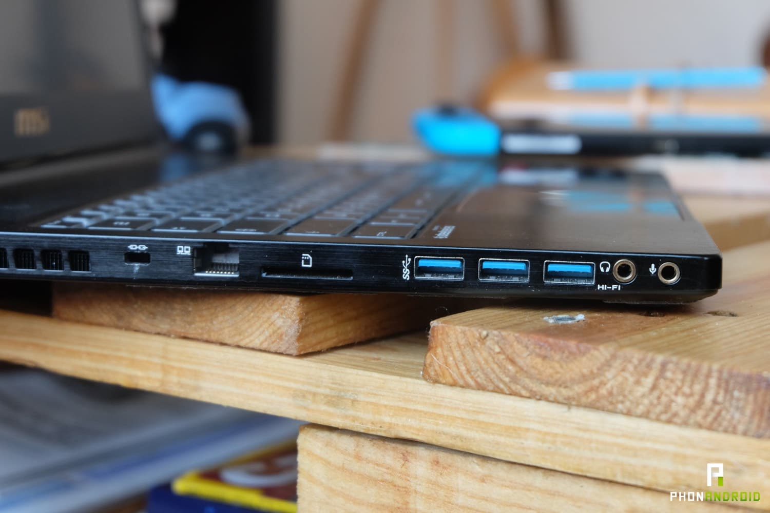 test msi stealth pro connectique