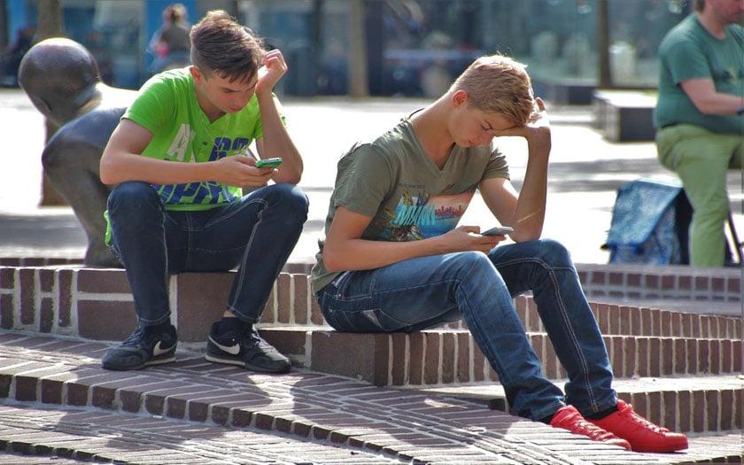 smartphone phubbing