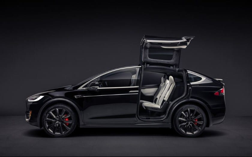 tesla model x l 39 action chute de 8 suite un accident. Black Bedroom Furniture Sets. Home Design Ideas